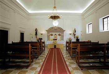 churchazoia.interior.350.jpg
